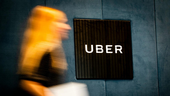 Het logo van Uber in het hoofdkantoor van de taxidienst.