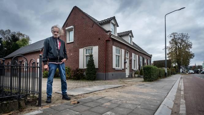 Toon ligt al maanden in de clinch met de gemeente over de stoeprand voor zijn honderd jaar oude woning: 'Ze trillen m'n huis kapot'