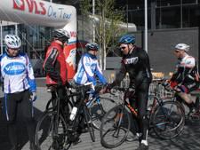 Toerfietsers zijn onderweg tijdens 'Bossche' etappe van VLS On Tour