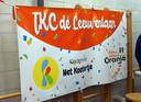 IKC de Leeuwenlaan-logo tijdens de online presentatie in de gymzaal van het Prins Willem van Oranjeschool.