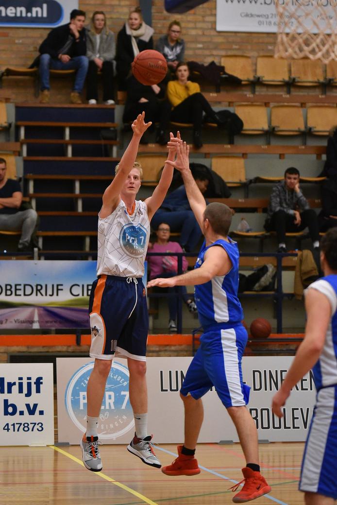 Topscorer Thijs Beumer scoort tegen Blauw-Wit.