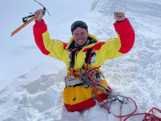 Rus zonder benen beklimt Himalayaberg van 8.163 meter