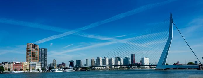 Skyline Rotterdam met de Erasmusbrug.