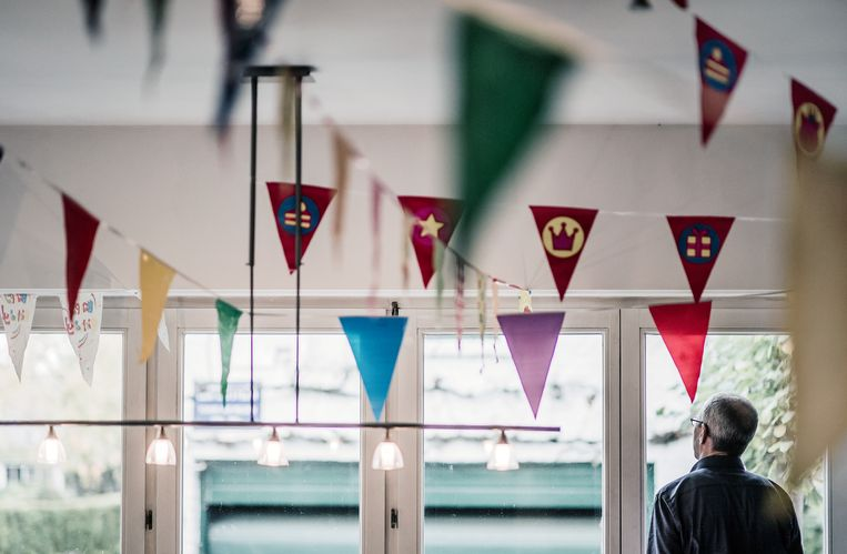 Vlagjes getuigen van het feest voor het ECI-prijsbeest.  Beeld Karoly Effenberger