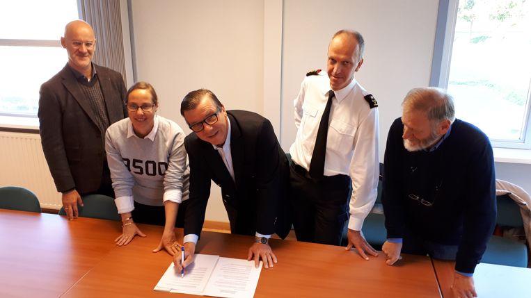 De stad, Solva, brandweer en de dorpsraad ondertekenden de intentieverklaring.