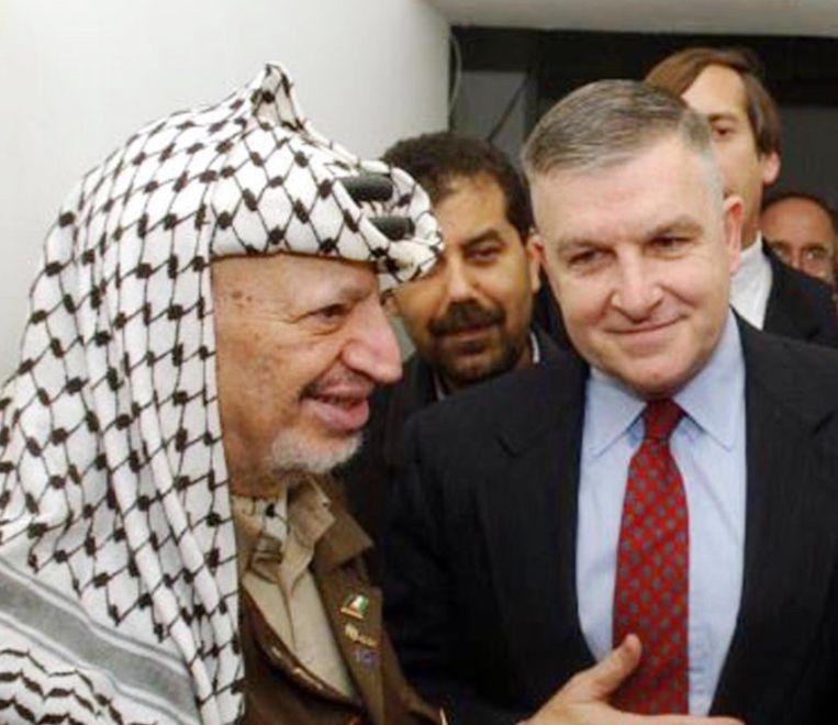 Anthony Zinni (rechts) en Yasser Arafat (links).