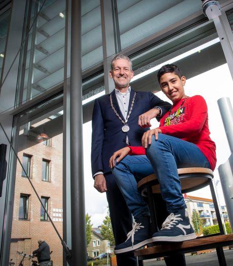 De twee burgemeesters van Rhenen: 'Als kinderen moeilijk gaan kijken, weet ik dat ik het anders moet uitleggen'