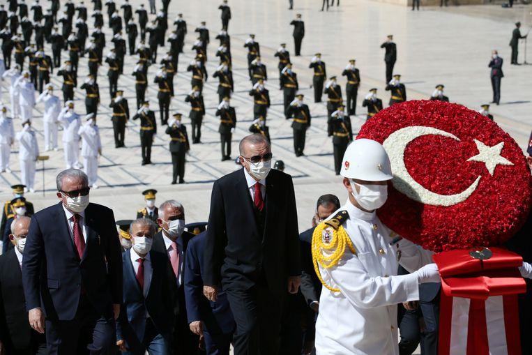 De Turkse president Erdogan (centraal) streeft via diplomatieke en militaire weg naar regionale dominantie in de Middellandse, Egeïsche en Zwarte Zee.  Beeld via REUTERS