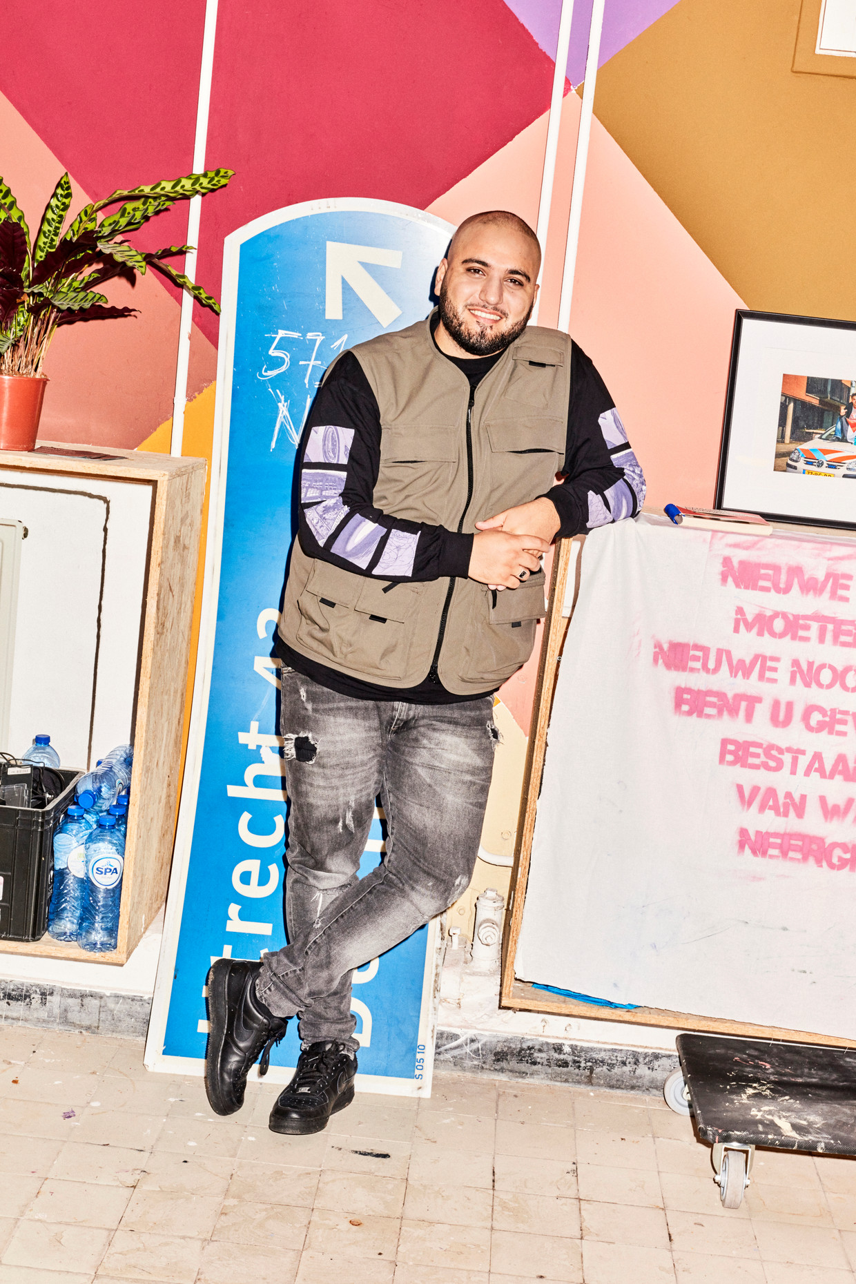 Massih Hutak in zijn atelier in Noord  Beeld Valentina Vos