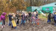 Leerlingen Het Kompas planten struiken op Poelberg