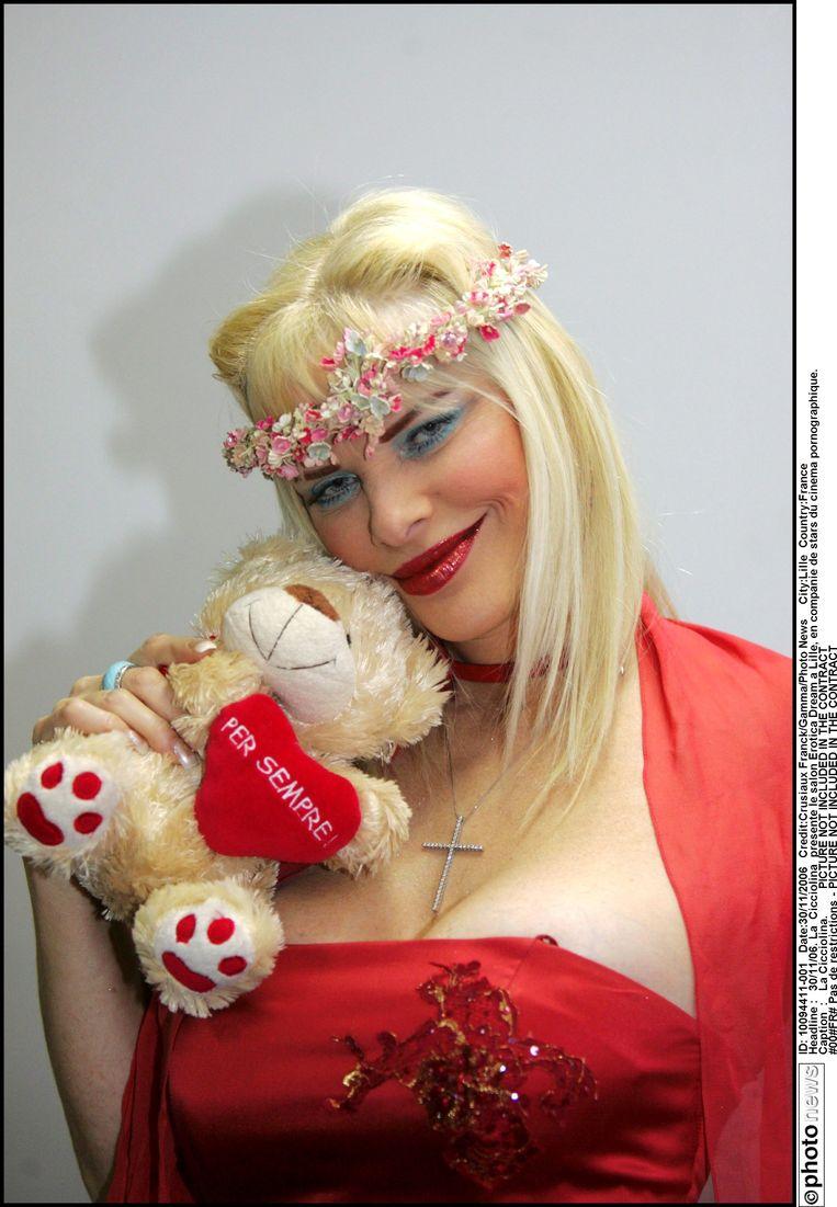 Ilona 'Cicciolina' Staller, de oprichtster van de Partito dell'Amore en eerste pornoster in het landelijke parlement, Beeld Photo News