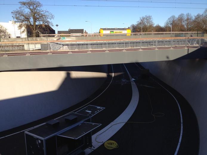 De nieuwe tunnel voor auto's onder het spoor in Ede.
