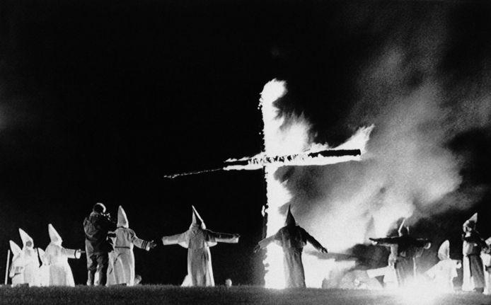 Des membres du Ku Klux Klan portant leurs robes caractéristiques, le 27 septembre 1987.