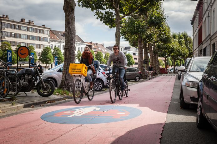 (Illustratiebeeld) Het Gents MilieuFront wil het merendeel van de straten in Gentbrugge omvormen tot fietsstraten.