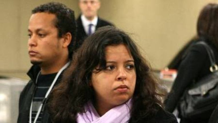 Alessandro Pereira (Links) en Patricia da Silva Armani (Rechts). Familie van de in 2005 in Engeland doodgeschoten Braziliaan Jean Charles De Menezes. De familie schikte met de Londense politie. (AFP) Beeld