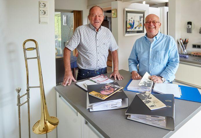 Jazz Club Mardi Gras in Oss stopt na 70 jaar jaar. De laatste bestuursleden Pieter van Dongen (links) en Paul van Mook kunnen toch nog glimlachen. Ze halen samen mooie herinneringen op uit de rijke geschiedenis van de vereniging.
