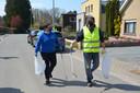 Valérie de Groote van River Cleanup Team Dender en Kris De Wit van de Ninoofse Zwerfvuiljagers.