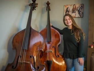 """""""Het kleine meisje met de grote contrabas"""": Eline (23) vecht al jaren tegen seksisme in muziekwereld"""