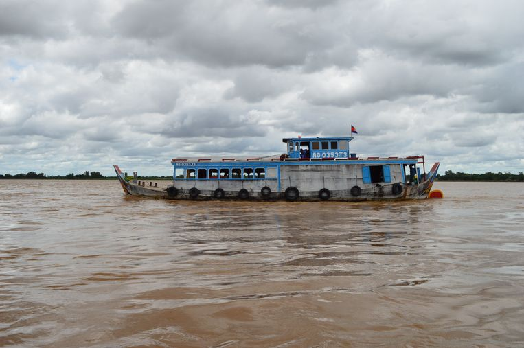 Alleen vrachtschepen mogen via de Mekong Vietnam in. Beeld Ate Hoekstra