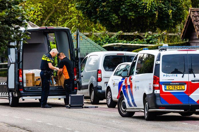 Een speciaal politieteam stuitte maandagavond op een partij illegaal vuurwerk in Maasdam.