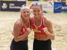 Beachvolleybalster Van Driel mikt met haar zus op Spelen in Parijs: 'Dan willen wij er staan'