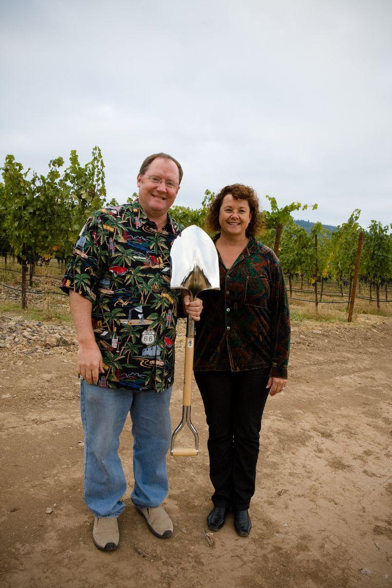 John Lasseter en vrouw Nancy op hun eigen wijngaard. Beeld rv