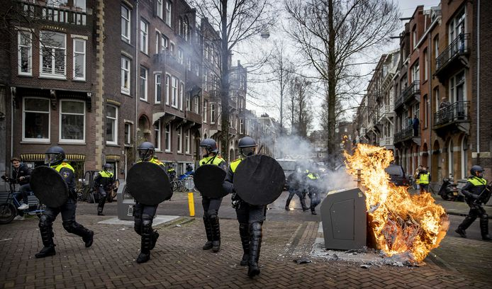 Politie in de straten rond het Museumplein.