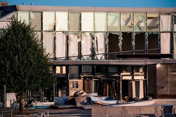 Het gebouw van belastingdienst werd op dinsdagavond 6 augustus getroffen door een zware explosie. Niemand raakte ernstig gewond, maar er was wel aanzienlijke schade.