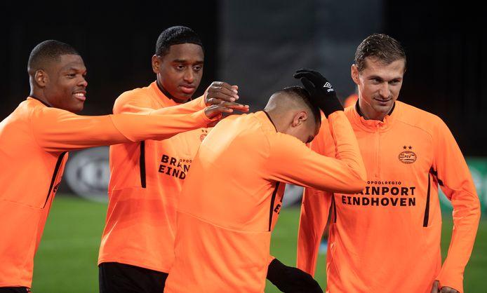 Een ontspannen sfeer op de training van PSV in Oostenrijk.