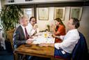(VLNR) Gert-Jan Segers (Christenunie), Wouter Koolmees (D66), Carola Schouten (Christenunie) en Alexander Pechtold (D66) overleggen in een restaurant. VVD, CDA en D66 gaan samen met de ChristenUnie praten over de vorming van een nieuw kabinet.