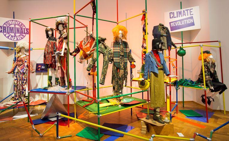 De jaren tachtig, een gunstige periode voor ontwerpers als Vivienne Westwoord, krijgen apart aandacht op de tentoonstelling.  Beeld Gemeentemuseum Den Haag/Alice de Groot