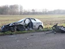 Frontale botsing auto's in Lemelerveld: weg afgesloten