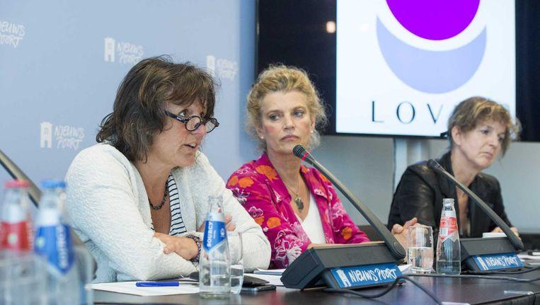Beatrijs Smulders (midden) tijdens de presentatie van een nieuwe organisatie van verloskundigen en zwangere vrouwen. Beeld anp
