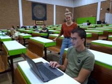 Teeltstudenten krijgen les onder de veilingklok