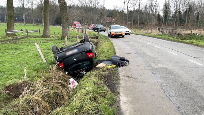 Twee inzittenden komen met de schrik vrij na spectaculair ongeval in Hertsberge