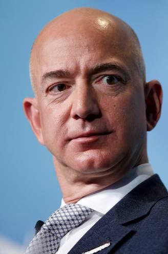 Rijkste man op aarde bestelt superjacht bij Nederlands bedrijf (en een 'bijbootje' voor zijn vriendin)