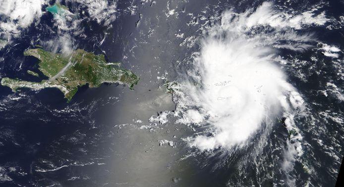 Orkaan Dorian raast op de oostkust van Puerto Rico af. Verwacht wordt dat hij tegen het einde van het weekend Florida bereikt.