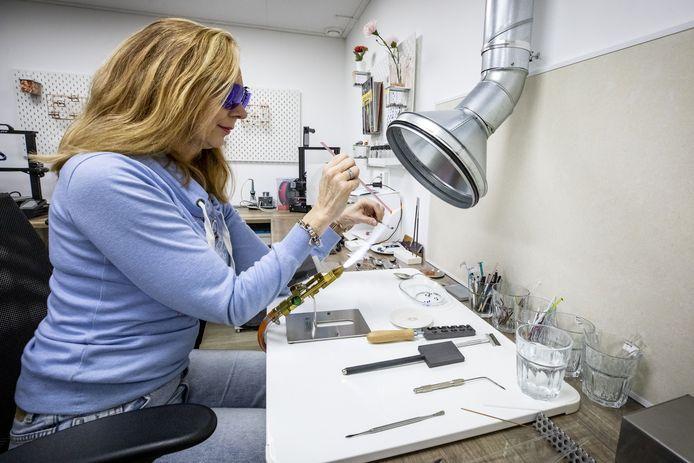 Jacqueline Engbers startte onlangs haar eigen webshop in glasbedels.