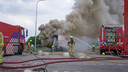 De brandweer is groots uitgerukt voor de vrachtwagenbrand op de A28