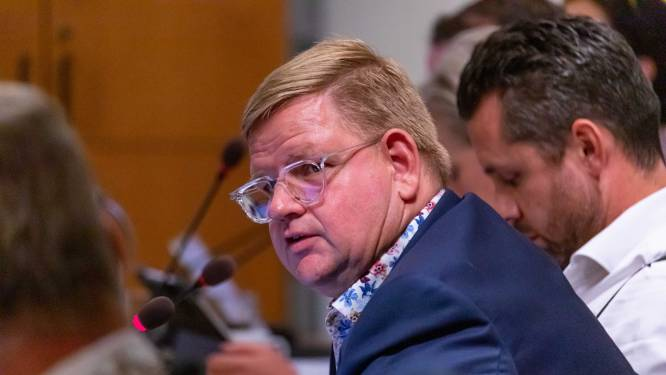 Wethouder Van der Velden stapt op na zware kritiek: 'Dit valt mij ontzettend zwaar'