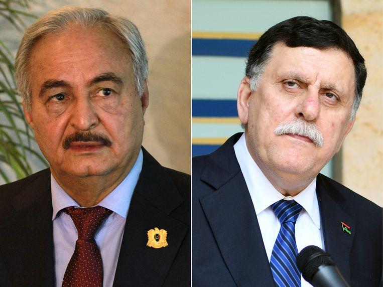 De Libische generaal Khalifa Haftar (links) en Fayez al-Sarra, de premier van de internationaal erkende regering  (rechts). Beeld AFP