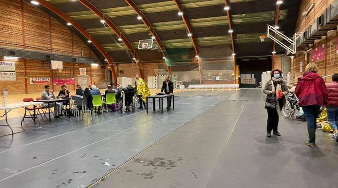 Un centre de crise a été ouvert à Grivegnée. Il accueille les personnes et familles sinistrées.