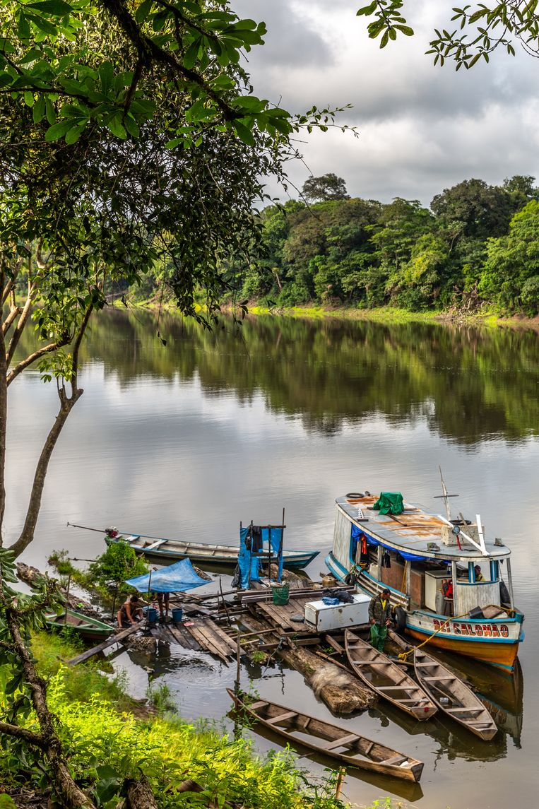 De Ribeirinhos, het volk van de rivier,  leven aan, op en van het water. Beeld Noël van Bemmel