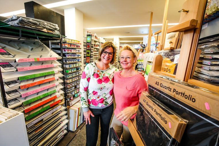 Huis Van Loocke viert 75 jaar: Isabelle Note en en Francoise Alleyn staan dagelijks in de winkel.