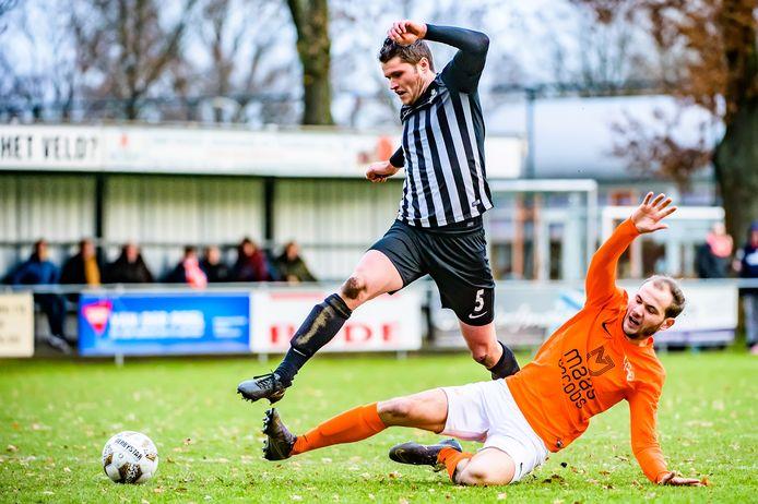 Pim Goossens (liggend) scoorde het enige doelpunt voor Moerse Boys. (archieffoto)