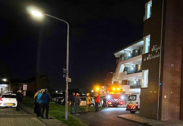 Brandweer en politie bij Huys de Merwede in Papendrecht.