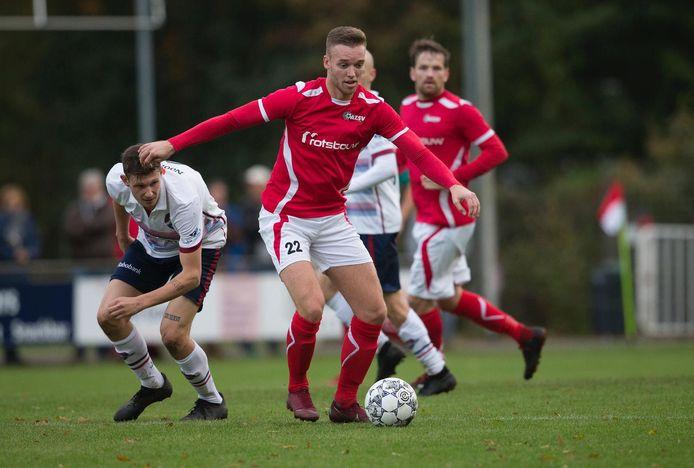Freek Gesthuizen (nummer 22) vertrekt bij AZSV en speelt volgend seizoen weer voor zijn oude club OBW.