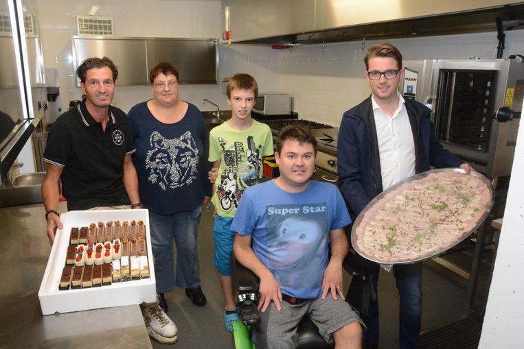 Patrick Luyckx en Bjorn Meersman van Bebronna gingen het eten zelf wegbrengen naar De Klaproos.