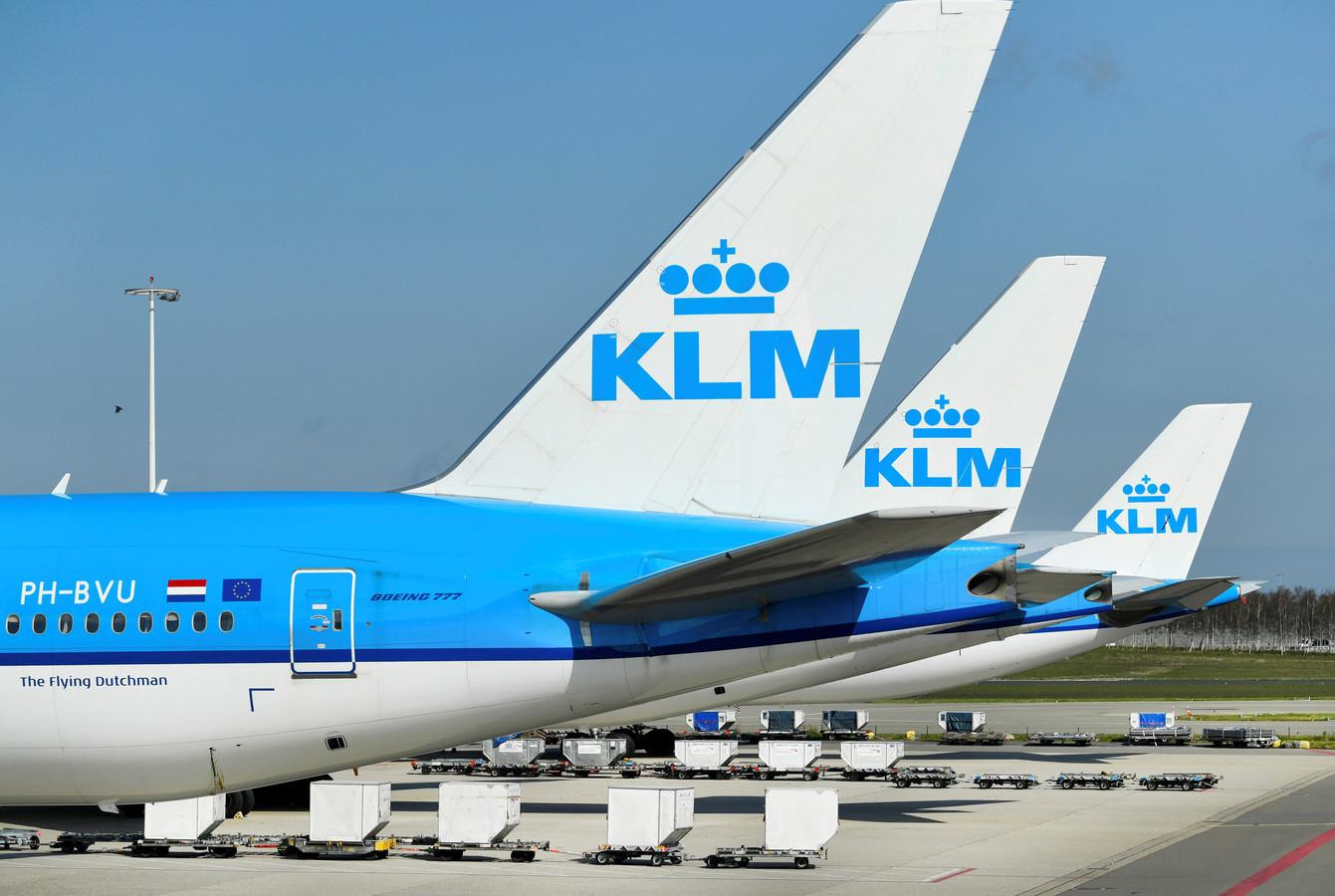 Geparkeerde KLM-toestellen op Schiphol.