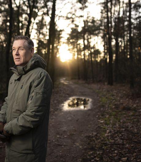 Een gesloten drugspand, camera's op het station en een gebiedsverbod: De eerste 100 dagen van 'doorpakker' Hans Broekhuizen in Twenterand